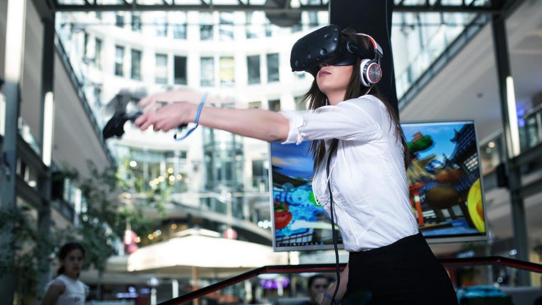 Smallux VR Cafe Kiosk Sanal Gerçeklik